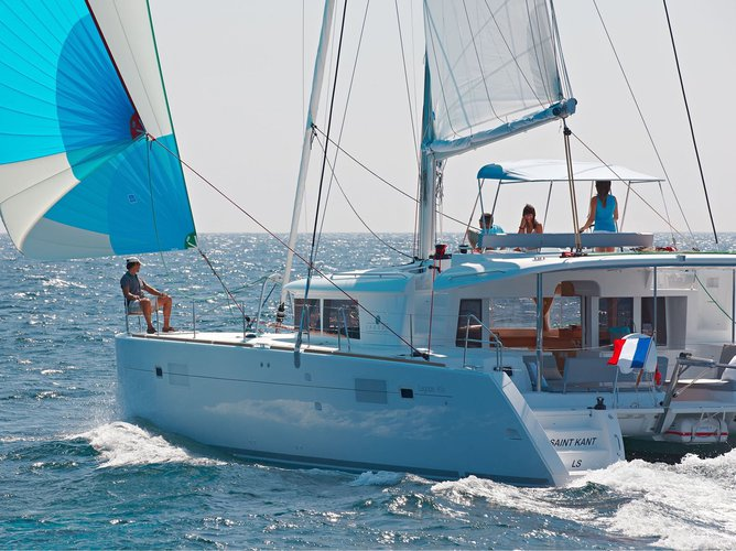 This sailboat charter is perfect to enjoy Preveza
