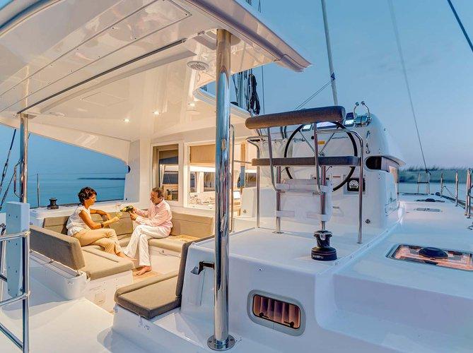 Catamaran boat rental in Athens - Marina Alimos (Kalamaki), Greece