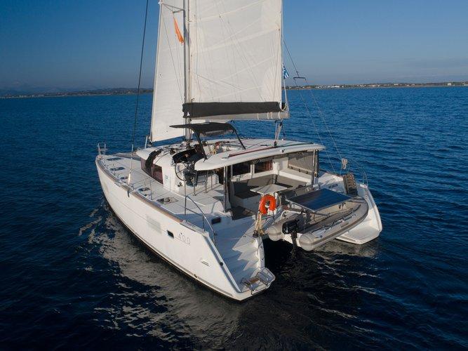 This 39.0' Lagoon-Bénéteau cand take up to 8 passengers around Saronic Gulf