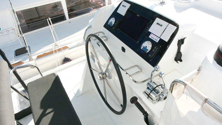 Discover Balearic Islands surroundings on this Lagoon 42 Lagoon-Bénéteau boat