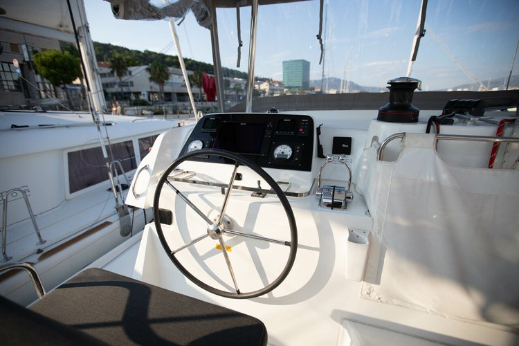 Discover Dubrovnik region surroundings on this Lagoon 42 OW Lagoon-Bénéteau boat