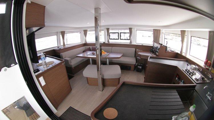 Discover Šibenik region surroundings on this Lagoon 42 OW Lagoon-Bénéteau boat