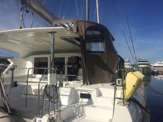 Discover Šibenik region surroundings on this Lagoon 421 Lagoon-Bénéteau boat