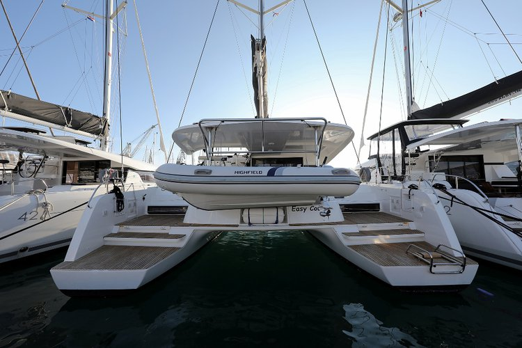 This 41.0' Lagoon-Bénéteau cand take up to 10 passengers around Split region