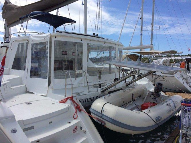 Discover Šibenik region surroundings on this Lagoon 440 Lagoon-Bénéteau boat