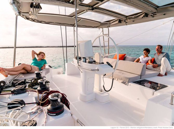 Discover Cyclades surroundings on this Lagoon 52 Lagoon-Bénéteau boat