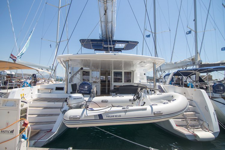 Get on the water and enjoy Split region in style on our Lagoon-Bénéteau Lagoon 52 F