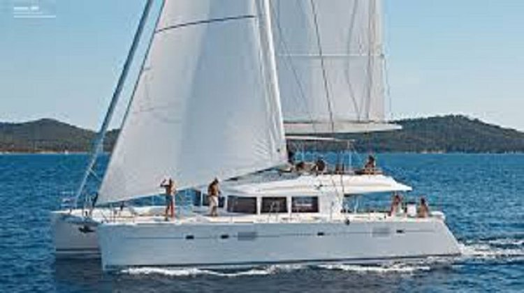 This 56.0' Lagoon-Bénéteau cand take up to 8 passengers around Cyclades