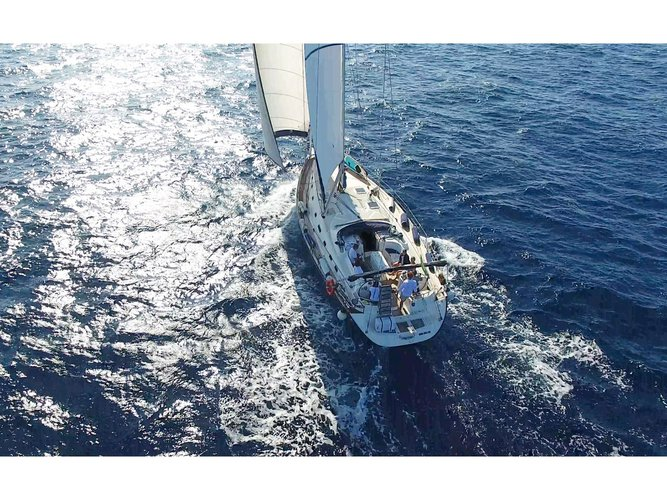 Relax on board our sailboat charter in Naples