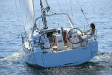 Take this Bénéteau Oceanis 35 for a spin!