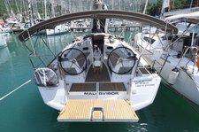 Beautiful Jeanneau Sun Odyssey 349 ideal for sailing and fun in the sun!