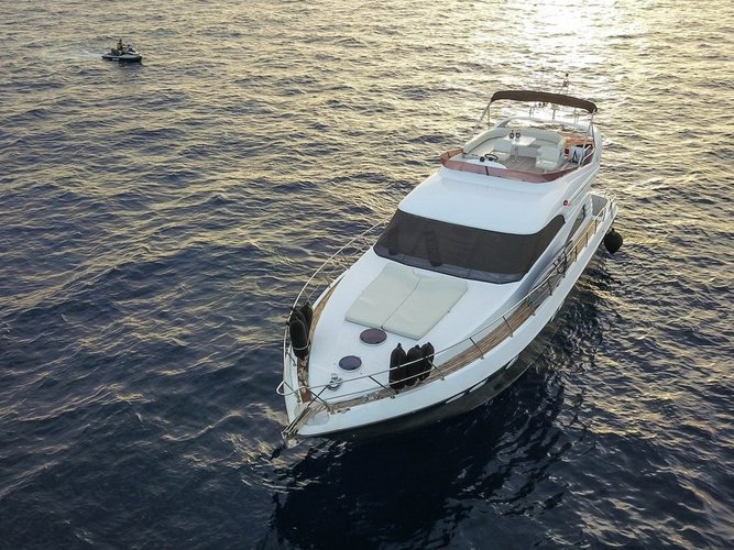 Sail the beautiful waters of Skiathos on this cozy Fairline Boats Fairline Squadron 55