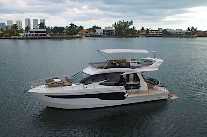 Discover Aventura surroundings on this G50 Galeon boat