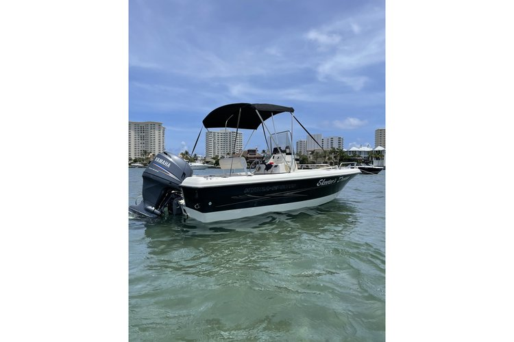 Hydrasport 18 ft. Perfect for sand bar and fishing.