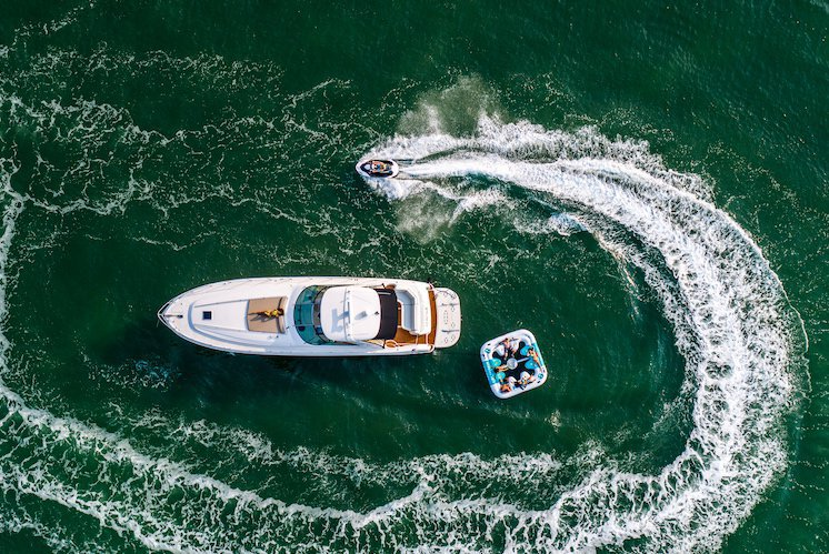 Rent a Luxury Yachting Experience! 58' SeaRay (1)