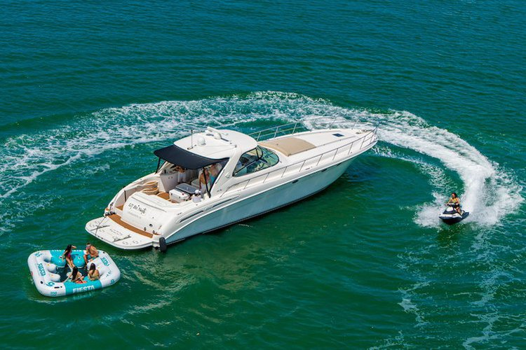 This 57.8' SeaRay cand take up to 12 passengers around North Bay Village