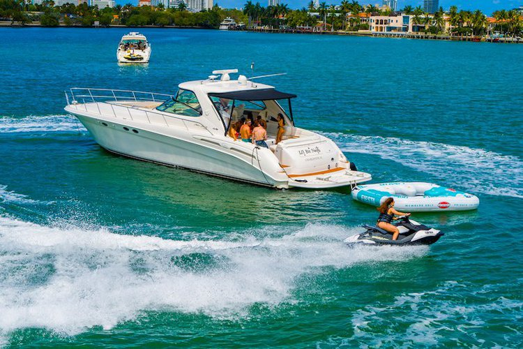 Cruiser boat for rent in North Bay Village