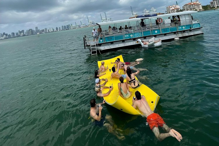 Boating is fun with a Pontoon in Miami