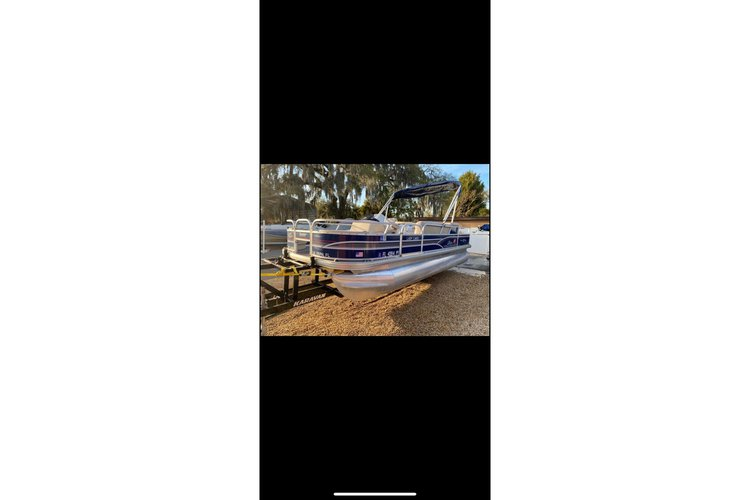 22' Fishing Pontoon Holds up to 10 guests
