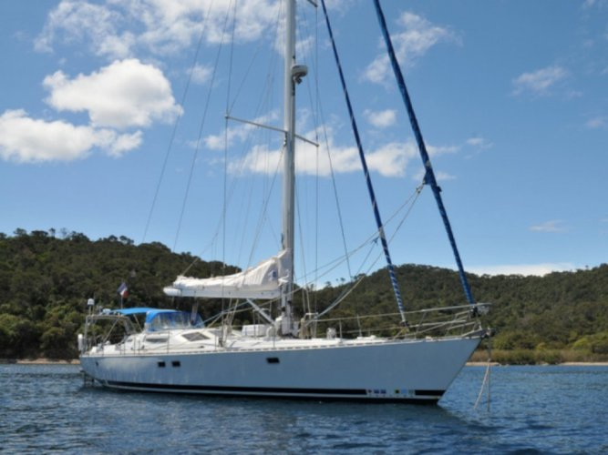 Relax on board our sailboat charter in Carti Sugdup