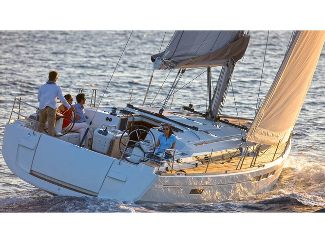 Sail the beautiful waters of Can Pastilla on this cozy Jeanneau Sun Odyssey 519