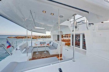 Discover Key West surroundings on this 450 F Lagoon boat