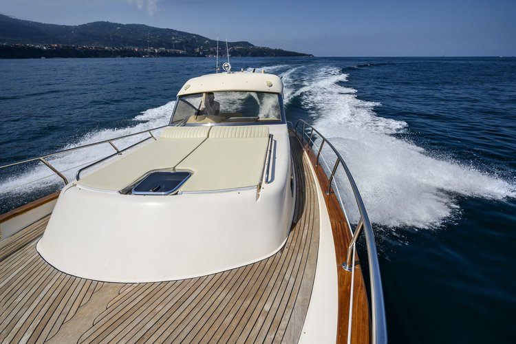 This 38.0' Aprea cand take up to 12 passengers around SORRENTO