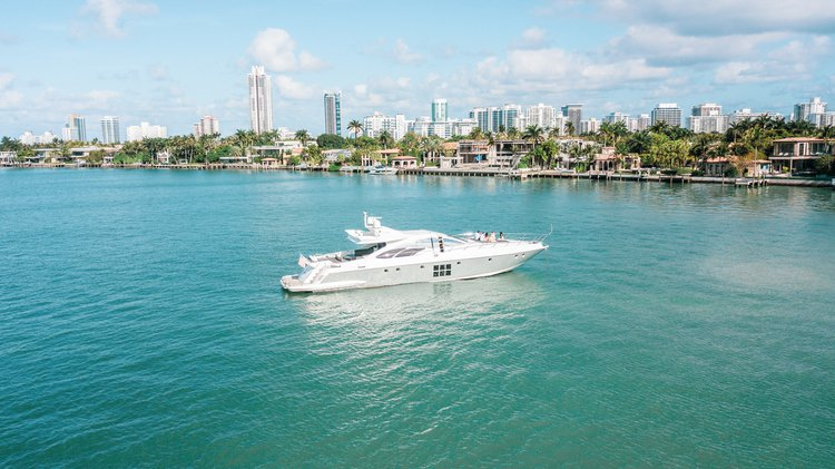 Discover Miami Beach surroundings on this S Azimut boat