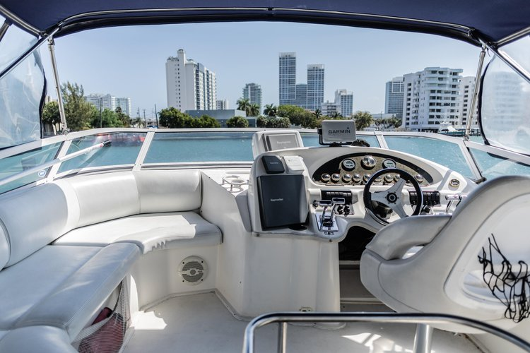 Discover Miami Beach surroundings on this r Cruiser boat