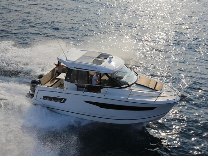 Sail the beautiful waters of Povljana on this cozy Jeanneau Merry Fisher 895