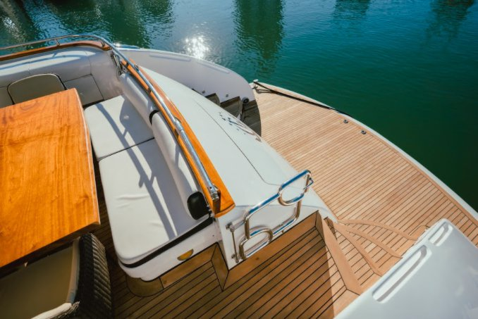 Discover Miami surroundings on this M103 Maiora boat