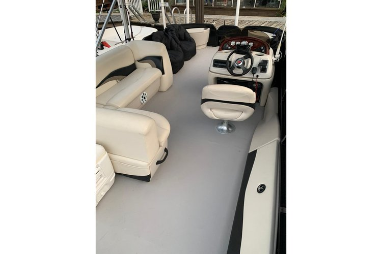 Pontoon boat rental in Duffys Dock, FL