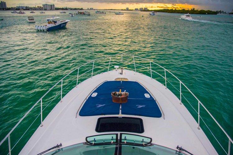 This 51.0' SeaRay cand take up to 12 passengers around Miami Beach