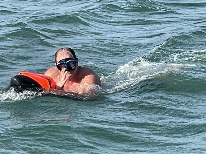 This 52.0' Sea Ray cand take up to 12 passengers around Riviera