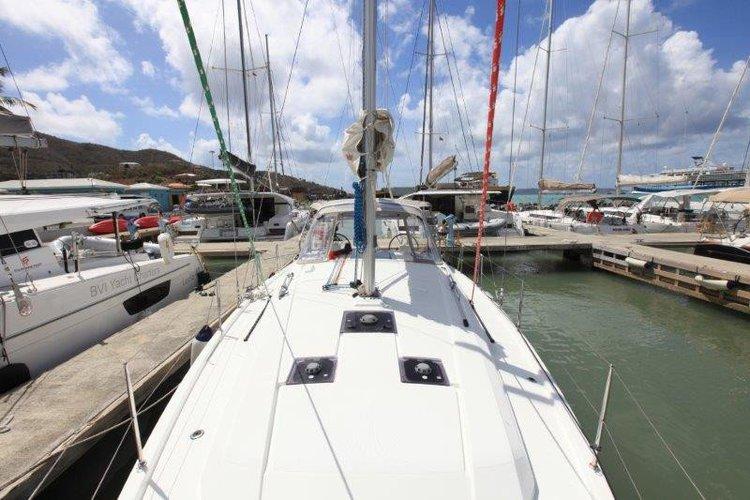 This 12.38' OCEANIS cand take up to 8 passengers around Tortola