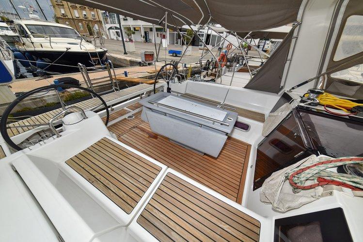 Discover Zadar region surroundings on this Oceanis 41 Bénéteau boat