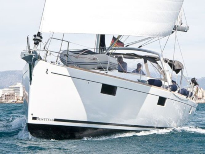 Unique experience on this beautiful Beneteau Oceanis 48