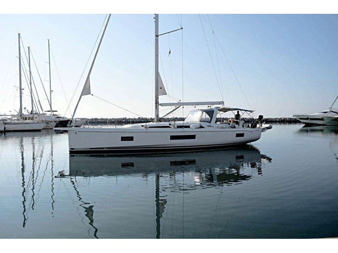 Discover Lixouri - Kefalonia in style boating on this sailboat rental