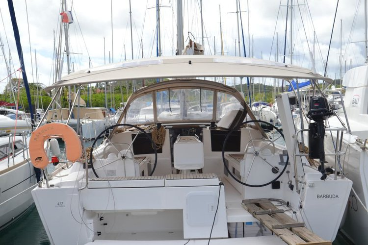 This 42.0' Dufour cand take up to 8 passengers around Charlotte Amalie
