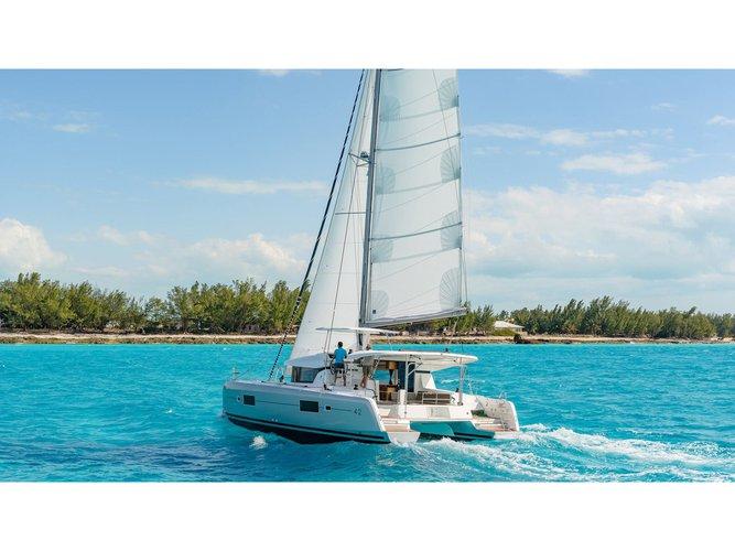 Beautiful Lagoon Lagoon 42 ideal for sailing and fun in the sun!