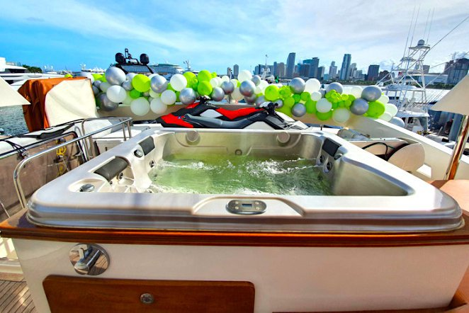Motor yacht boat for rent in Miami