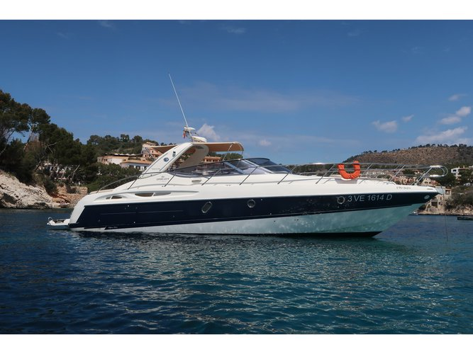 Enjoy luxury and comfort on this Cranchi Yachts Cranchi 41 in El Toro
