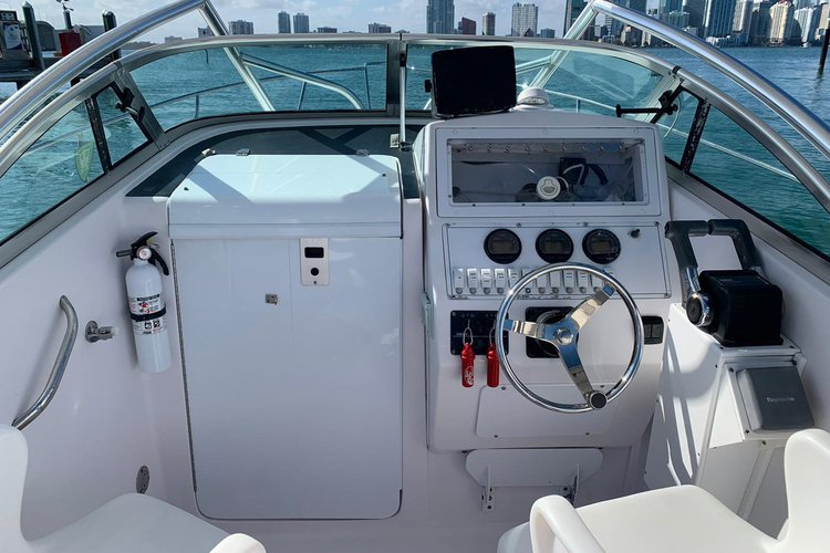 This 24.0' Proline cand take up to 8 passengers around Key Biscayne