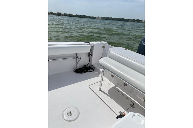 Up to 8 persons can enjoy a ride on this Center console boat