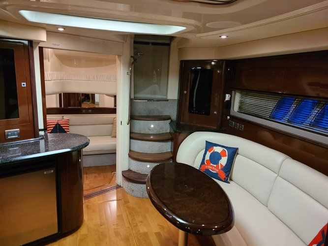 Discover MIAMI surroundings on this Sundancer Sea Ray boat