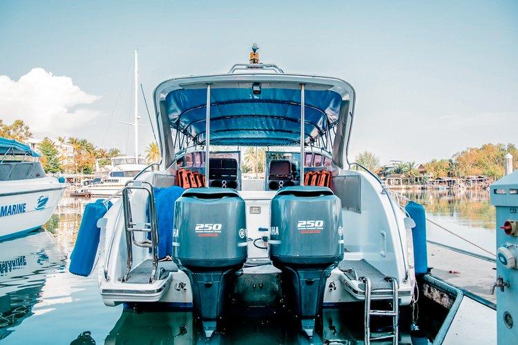 This 39.0' Speedboat Custom Build cand take up to 35 passengers around Phuket