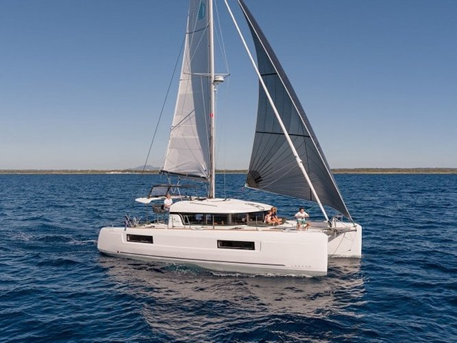 Enjoy luxury and comfort on this Lagoon Lagoon 40 in Athens