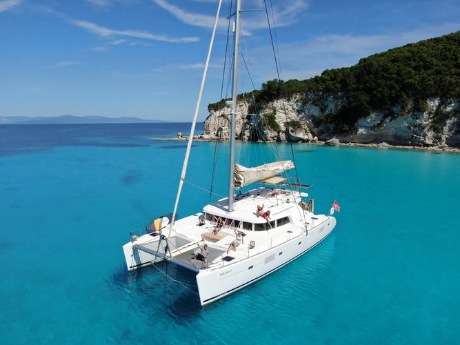 Sail the beautiful waters of Zakynthos on this cozy Lagoon Lagoon 500