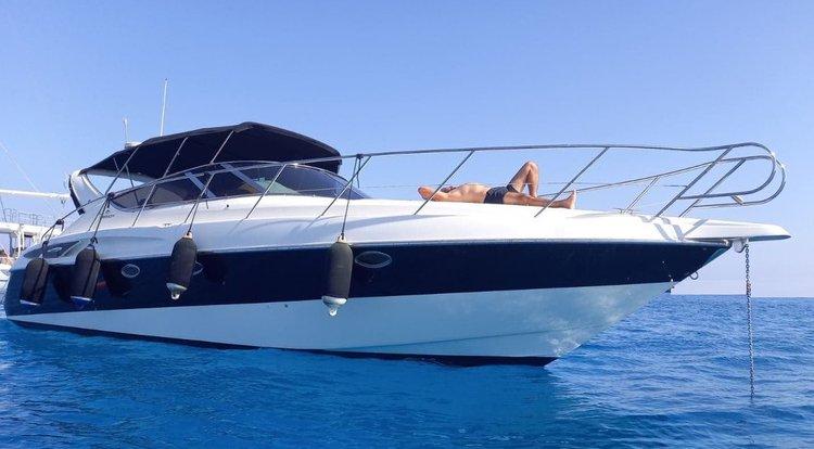 Discover Gondomar / Porto surroundings on this 39 Endurance Cranchi boat