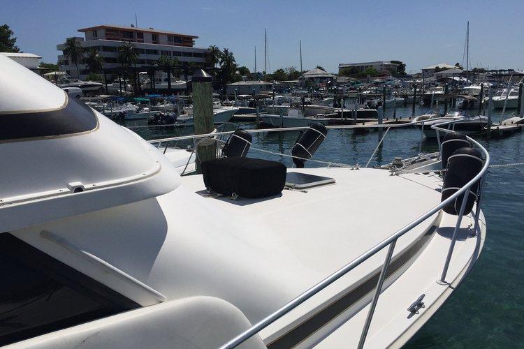 This 43.0' Bertram cand take up to 12 passengers around Nassau